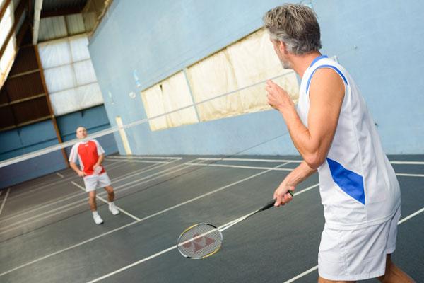 Männer spielen Badminton - Badminton-Racket.de